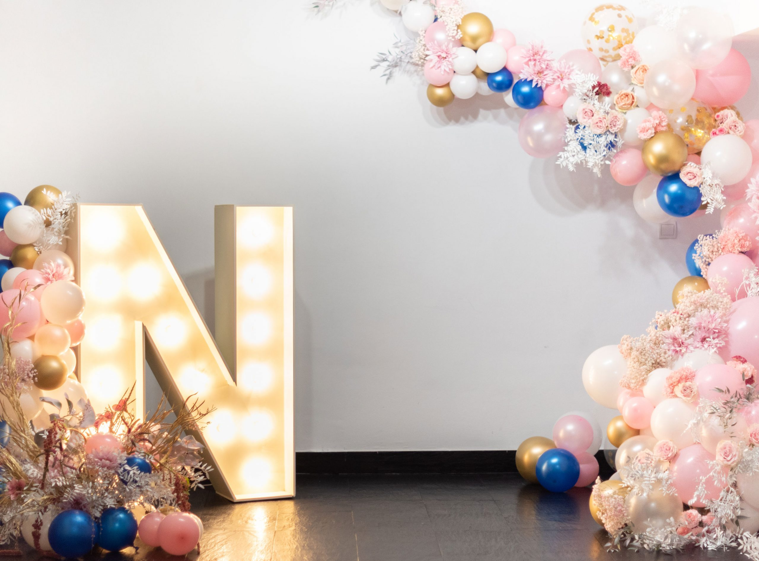 Arbolande-decoración-flores-globos-presentación-Nupcial