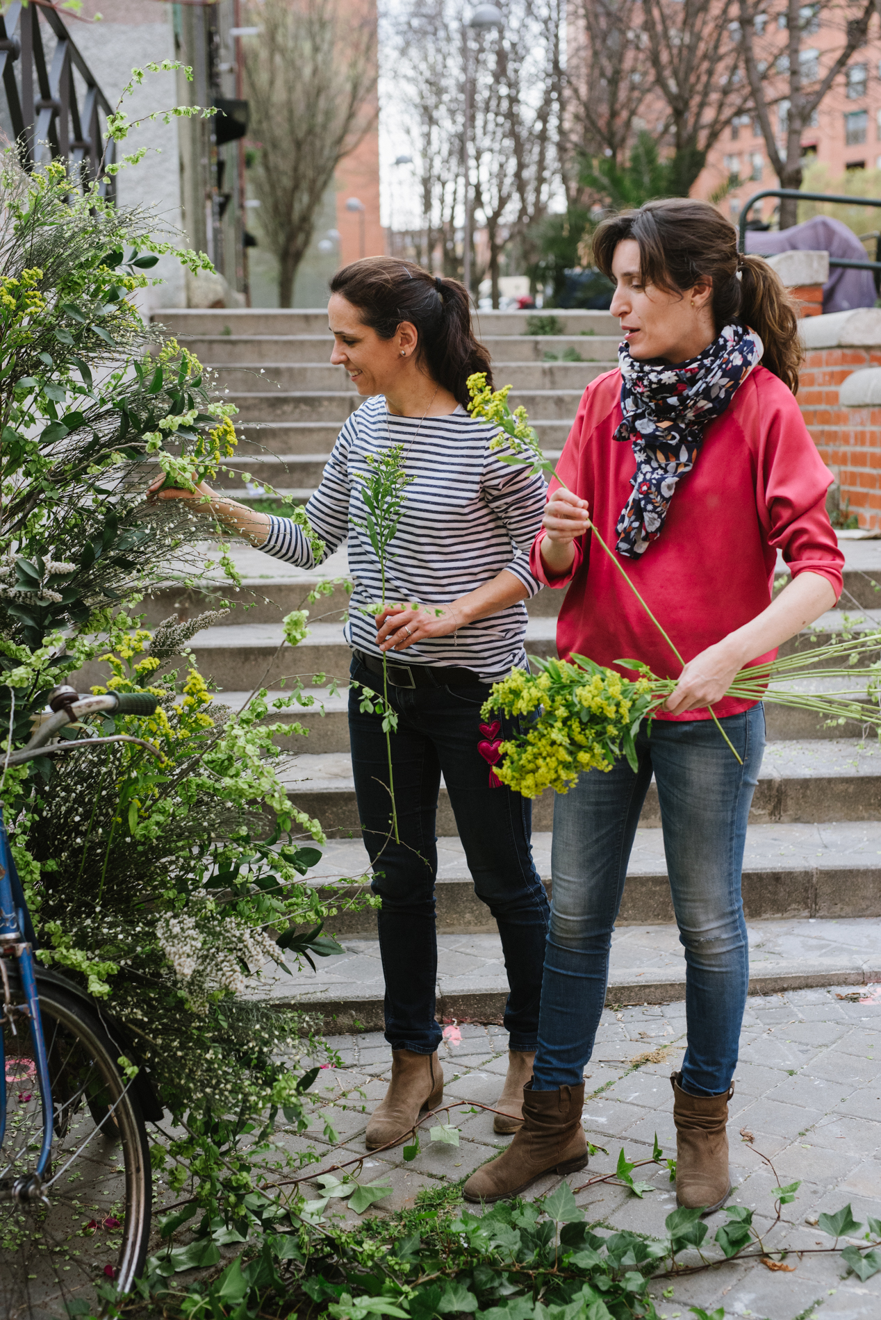Arbolande diseño flores para ser feliz instalaciones florales colgantes corporativo