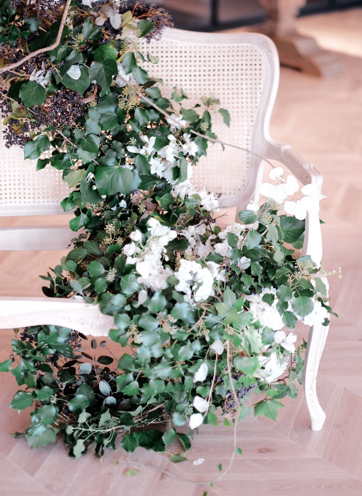 Arbolande-flores-instalacion-floral-AquedutoEventos-bienvenida-escaparate-contacto