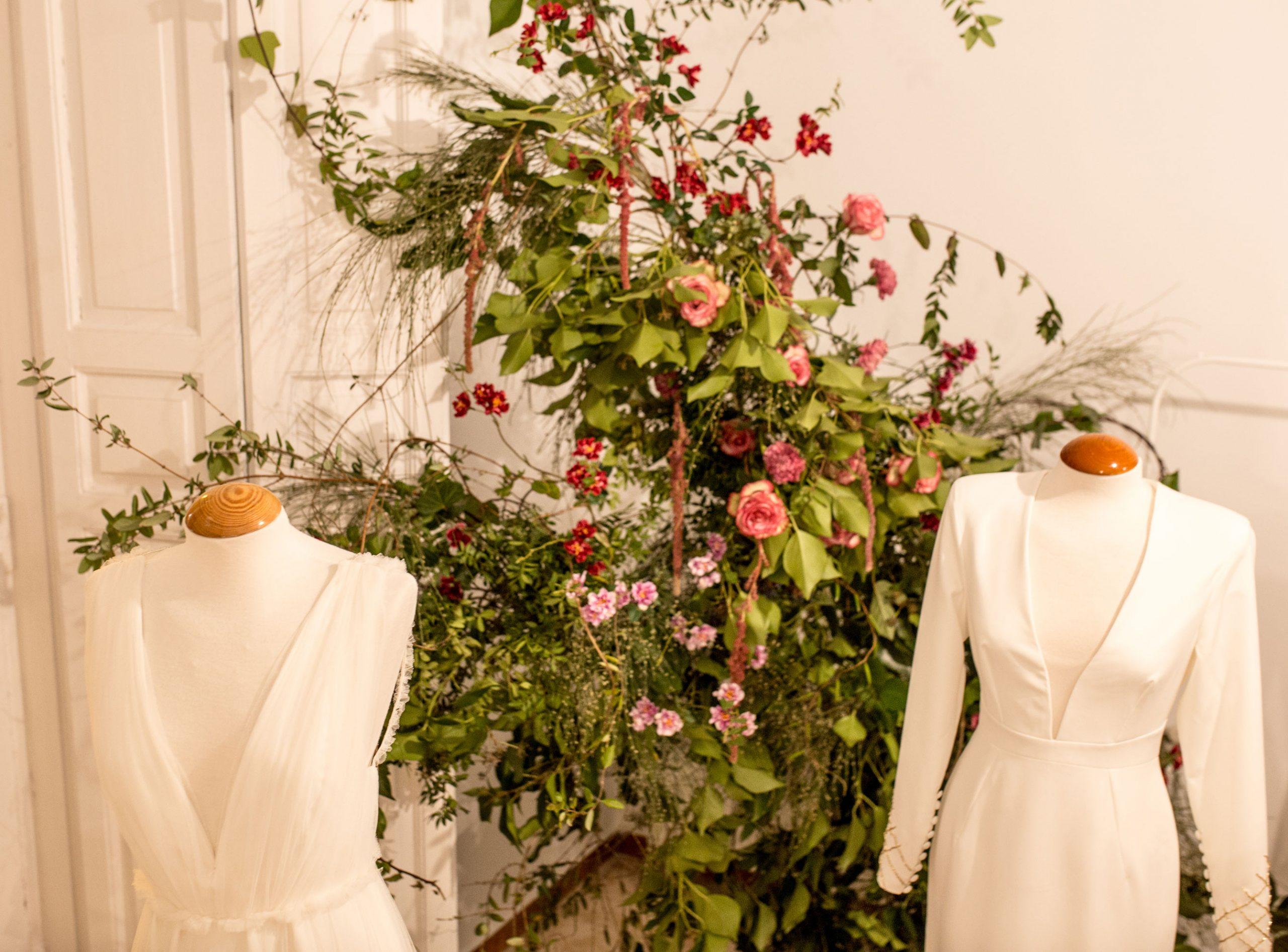 Arbolande-instalación-floral-presentación-vestidos-novia-Jorge-de-la-Rosa-Oahup