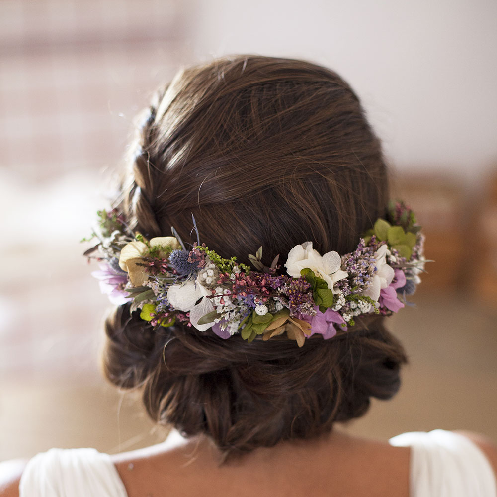 Semicorona Arbolande de flores preservadas para novia o invitada