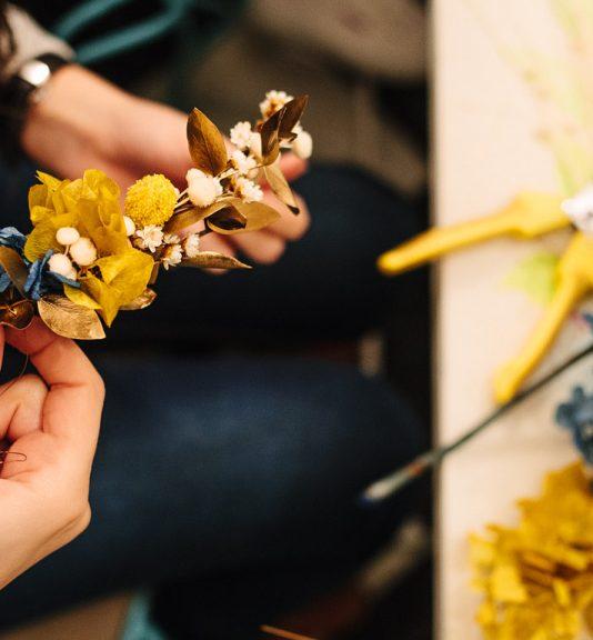 Arbolande-taller-tocados-flores-preservadas-clases-floristería-Cristina_Co-Neima-Pidal.jpg